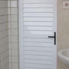 porta-de-giro-em-aluminio-veneziana